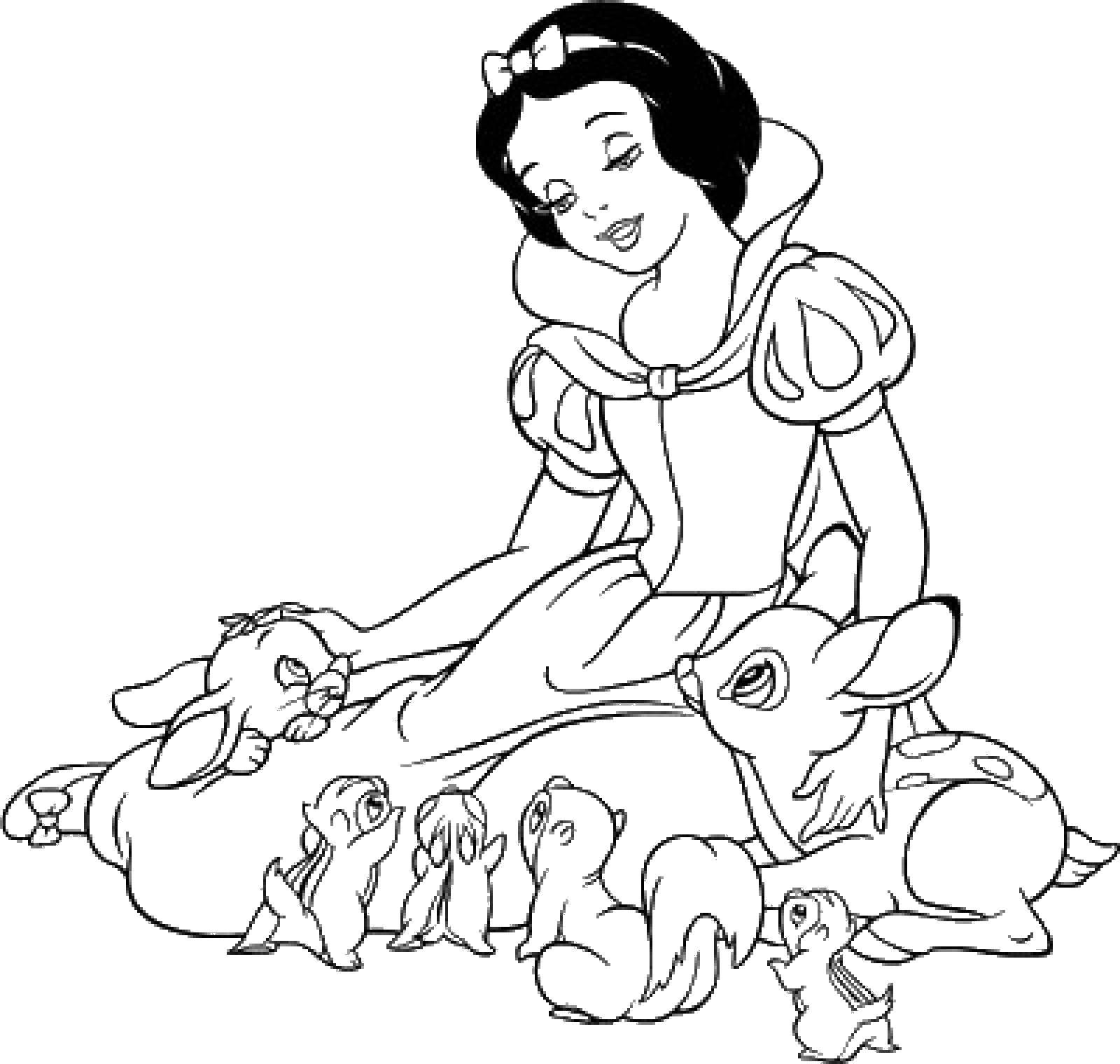 Раскраска Белоснежка гладит зверей Скачать принцессы, мультфильмы, сказки, Белоснежка.  Распечатать ,белоснежка,