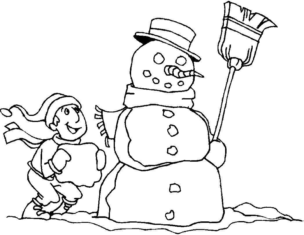 Раскраска Мальчик делает снеговика. Скачать мальчик, снеговик, снег.  Распечатать ,зимние развлечения,