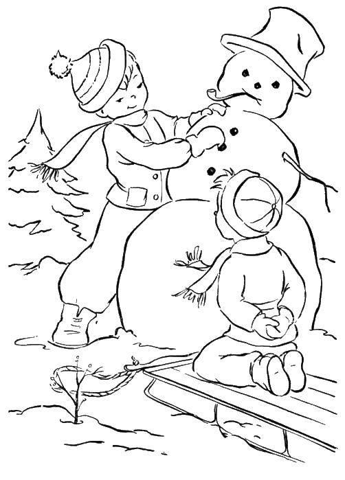 Раскраска Дети лепят снеговика. Скачать снеговик, санки, дети.  Распечатать ,зима,