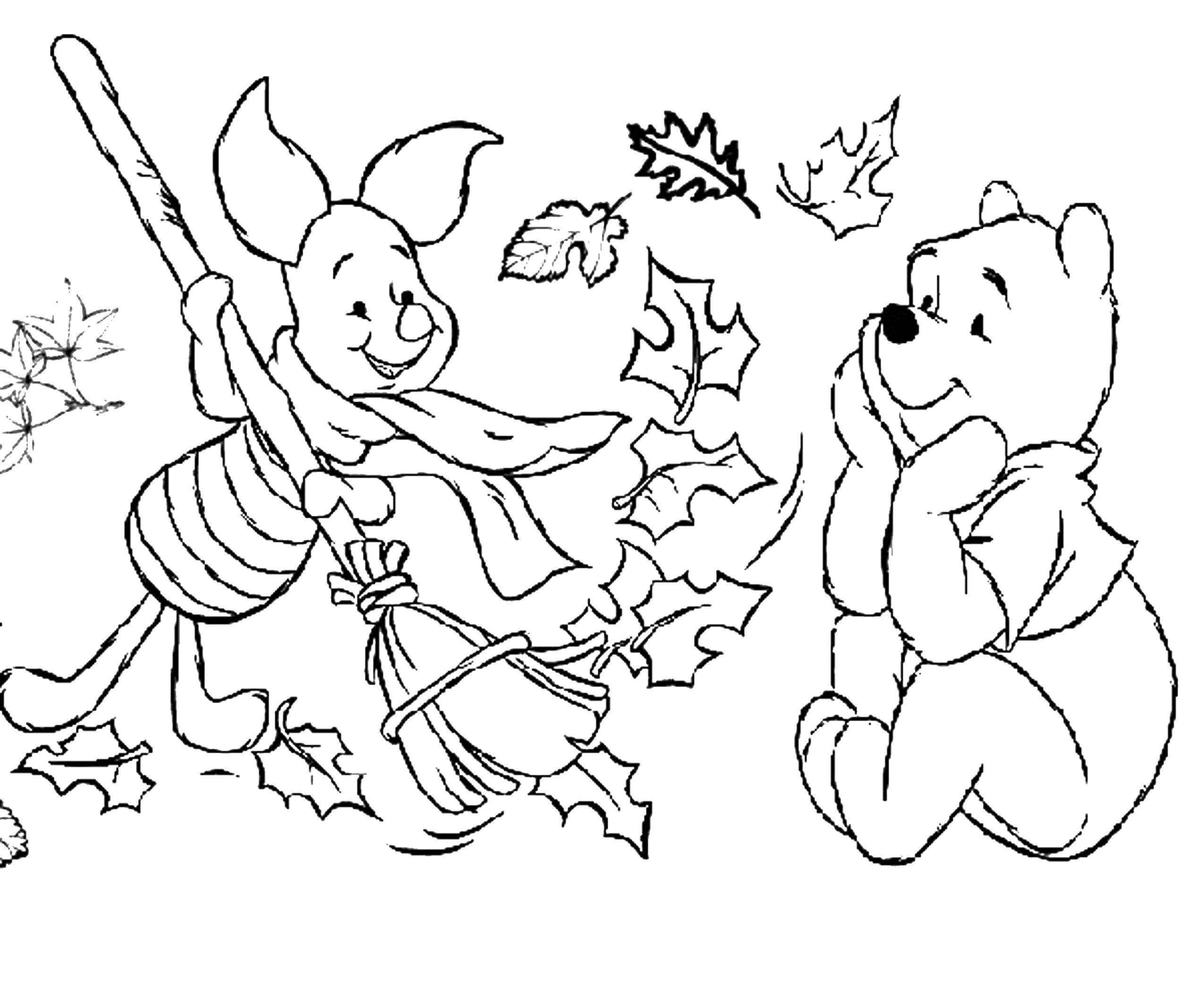 Раскраска Винни пух и пятачок убирают листья Скачать Осень, листья.  Распечатать ,Осень,