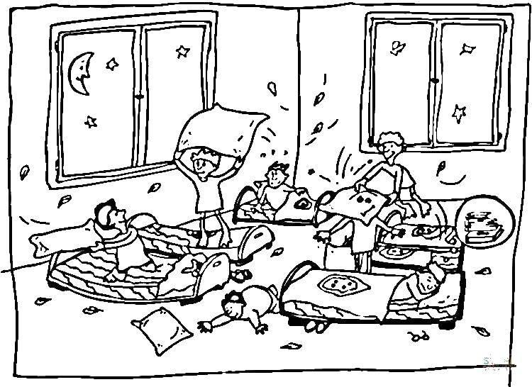 Раскраска Дети и бой подушками Скачать дети, подушки, кровати.  Распечатать ,сон,