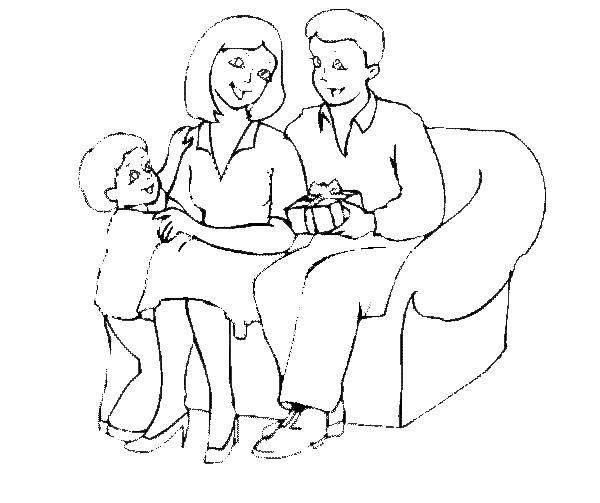 Раскраска Папа делает подарки Скачать сын, отец, мать, подарок.  Распечатать ,моя семья,